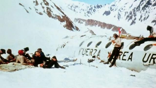 По мнению Нандо Паррадо, если бы не эта лавина, то они бы все погибли, так как благодаря ей фюзеляж самолета был укрыт снегом от последующих снежных бурь, и у них появилось восемь новых тел, позволившие продержаться лишних полтора месяца