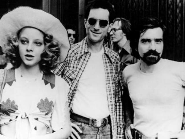 """Главную женскую роль в """"Таксисте"""" исполнила юная Джоди Фостер. На момент съемок фильма ей было всего 13 лет и она не могла принимать участие в особо откровенных сценах. Тогда ее дублировала старшая сестра Конни."""