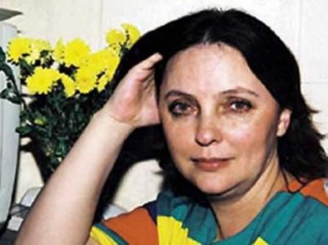 20-летняя студентка возвращалась с мужем в Благовещенск из свадебного путешествия и по случайности села в хвосте самолета, хотя билеты у нее были в середине салона. В момент пассажирского столкновения Ан-24 с военным бомбардировщиком Ту-16, произошедшего из-за ошибки диспетчеров, Лариса спала.