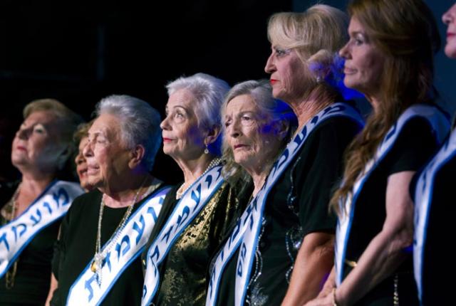 """Мисс """"Пережившая Холокост"""". Этот конкурс впервые прошёл в израильском городе Хайфа, в 2012 году. В соревновании приняли участие около 300 женщин, а до финала дошли лишь 14 евреек в возрасте от 74 до 97 лет."""