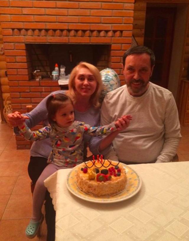 Полтора года после инсульта родственники и друзья Носкова не делились информацией с прессой. Лишь недавно его жена рассказала все об инсульте супруга. По словам женщины, выздоравливал Николай сложно: еще в больнице певец впал в депрессию.