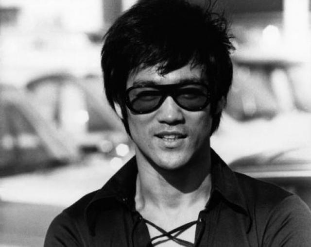 """20 июля 1973 года знаменитый мастер кунг-фу и актер Брюс Ли работал над фильмом """"Игра смерти"""". В доме актрисы Бетти Тинг Пей у него разболелась голова."""