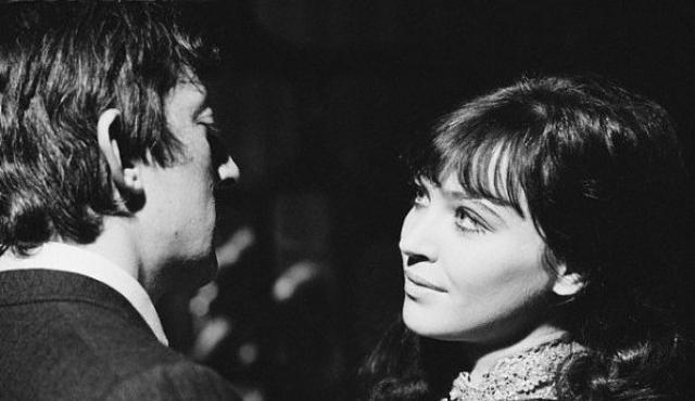Генсбур просто не мог не спеть дуэтом с одной из самых красивых французских актрис Анной Кариной.