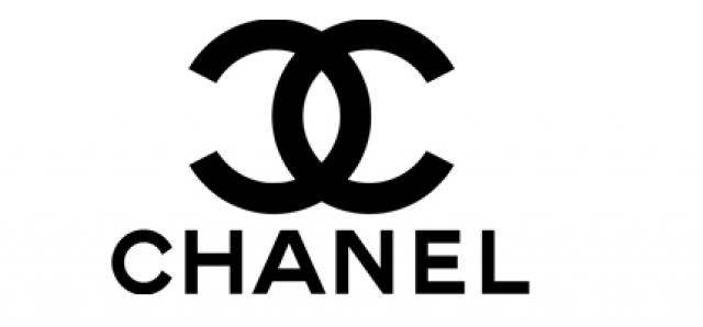 Chanel. Впервые лого из двух букв C увидел свет в 1925 году и был изображен на флаконе одного из самых известных ароматов в мире - Chanel № 5.