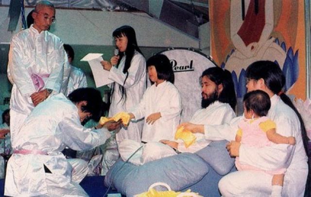 Аум Синрике. Секта появилась в Японии и во многих странах ее деятельность запрещена.