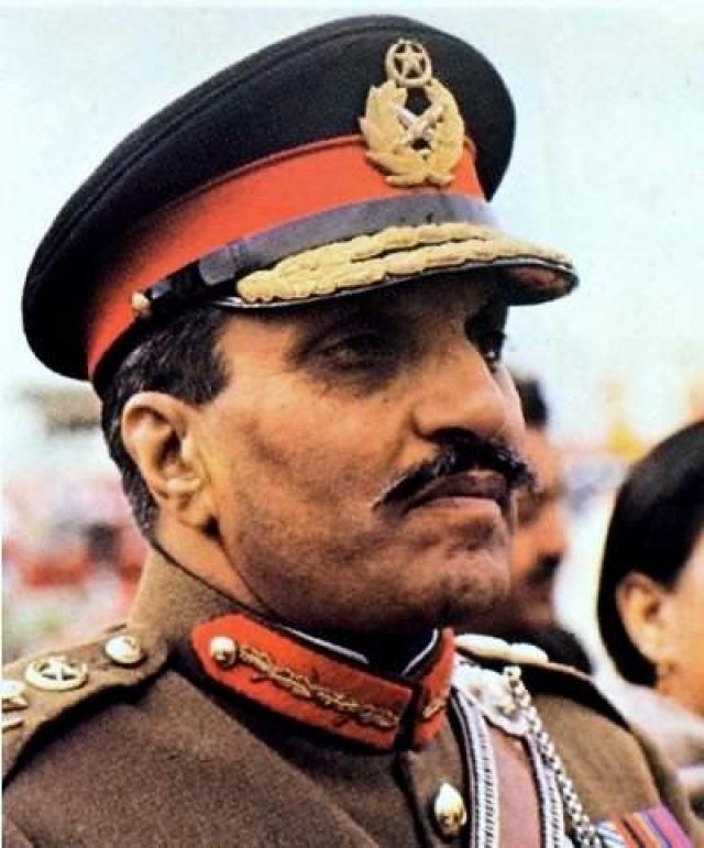 Мухаммед Зия уль-Хак . Президента Пакистана убили 17 августа 1988 года, пригород Лахора.