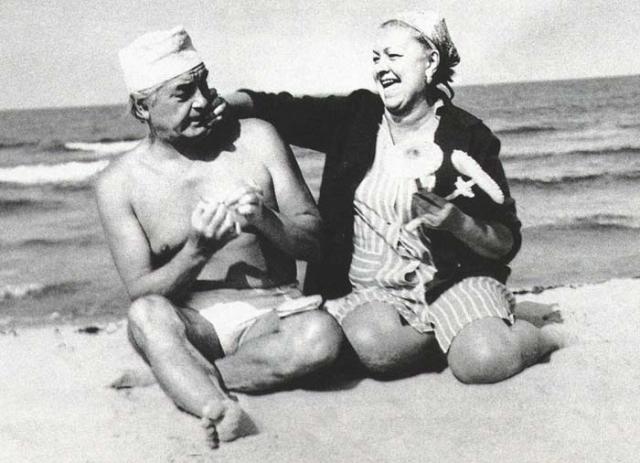 """В 1980 году они развелись, Юрий Петрович женился на молодой. Целиковская о причинах разрыва говорила так: """"Чтобы жить с гением, надо быть чеховской душечкой. Я же -- совсем наоборот, упрямая, со своими взглядами. Мы стали друг друга немного раздражать. Наверное, нужно было все время Юрия Петровича хвалить, а я хвалить не умею. В моей семье вообще было принято скептическое отношение друг к другу""""."""