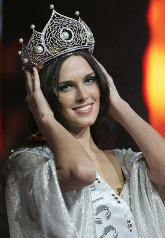 """На конкурсе """"Мисс Вселенная-2010"""" Ирина попала в число 15 самых красивых девушек мира."""