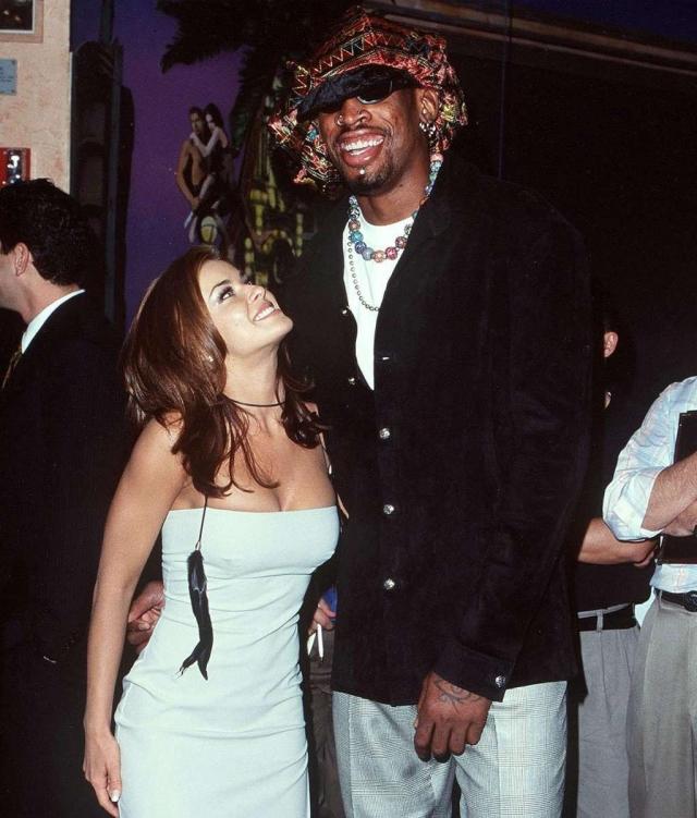 Деннис Родман. Звезда NBA всегда славился своей эпатажностью и эксцентричным характером, но что он способен поднять руку на жену вряд ли кто-то мог подумать.