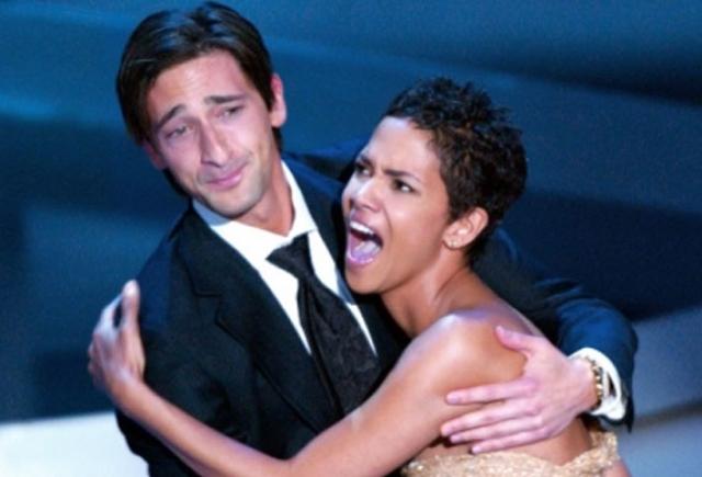 В 2003 году актер Эдриан Броуди получил Оскар за одну из ролей, а Холли Берри была ведущей на вручении наград.