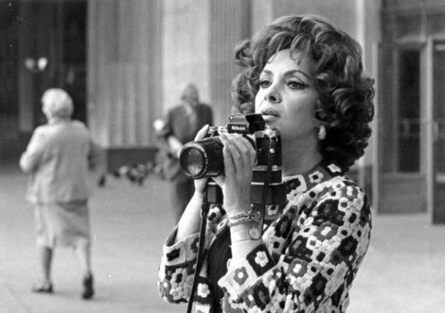В это время Джина занялась фотожурналистикой, и среди знаменитостей, фотографии которых она делала, были Пол Ньюмен, Сальвадор Дали, Фидель Кастро, а также Сборная Германии по футболу.