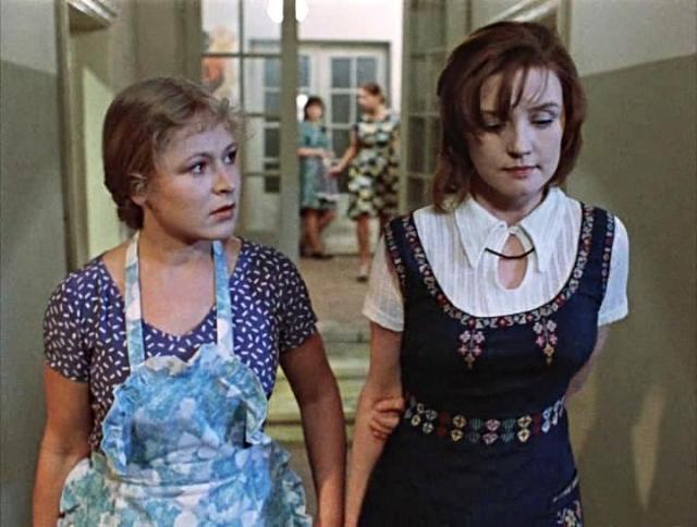 Во время съемок фильма Вере Алентовой было 37 лет, Раисе Рязановой - 35, Ирине Муравьевой - 30. Перед актрисами стояла очень сложная задача - сыграть своих героинь 19-летними наивными провинциалками. И с этим актрисы справились прекрасно.