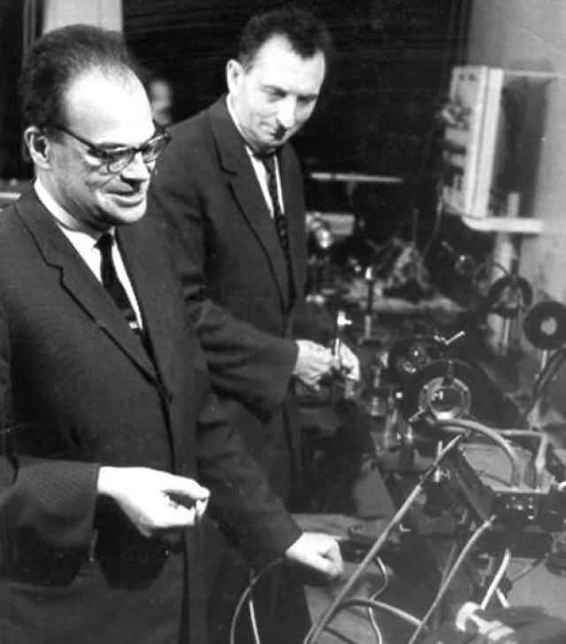 Лазеры. Новую технологию разработали в 1950-х годах двое российских ученых, Александр Прохоров и Николай Басов, получили за них Нобелевскую премию.