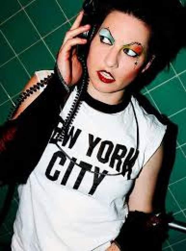 """Аманда Палмер, 42 года. Американская певица, исполнительница и автор песен, которая стала известна в дуэте с Брайаном Вильоне в группе """"The Dresden Dolls""""."""