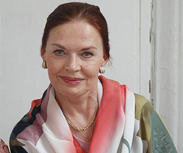 До середины 70-х годов играла только в кино, а в 1974 вернулась на сцену, став актрисой Ленинградского Академического театра драмы им. А.С. Пушкина.