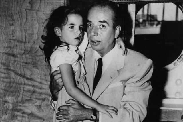 """В его копилке - премии """"Оскар"""" и """"Золотой глобус"""" за фильм """"Жижи"""" в 1959 году. Умер он в 1986-м, больше наград не завоевав, в то время как его дочь Лайза проявила себя не только как актриса, но и как певица с необычным голосом, завоевавшая и """"Оскар"""", и """"Золотой глобус"""", и две """"Тони"""". Чего стоит только одна ее работа в """"Кабаре""""!"""