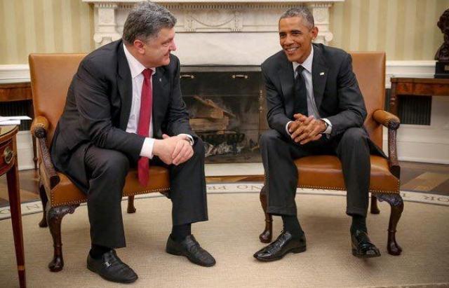 Отдельной темой для разговоров стали поношенные и не чищенные туфли Петра, которые он надел на встречу с Бараком Обамой.
