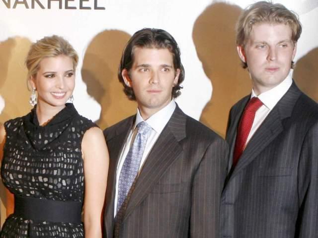 Иванка, Дональд-младший и Эрик Трамп - дети богача Дональда Трампа, чьи миллиарды вложены в строительство, ипотеку, ресторанный бизнес, моду и ювелирные украшения, продукты и питьевую воду, мебель и многое другое.