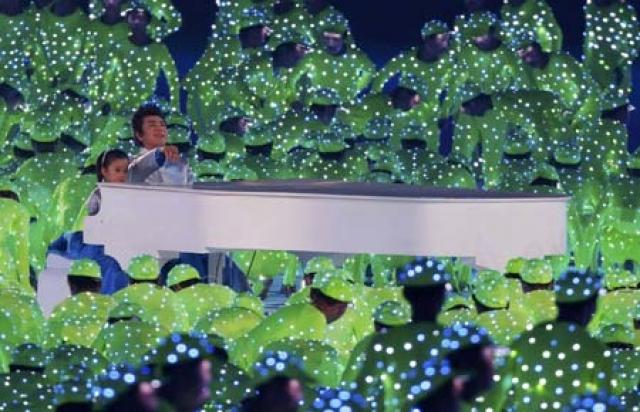 """В выступлении """"под фанеру"""" уличили известного китайского пианиста Лан Лана в дуэте с 5-летней Ли Муцзы."""
