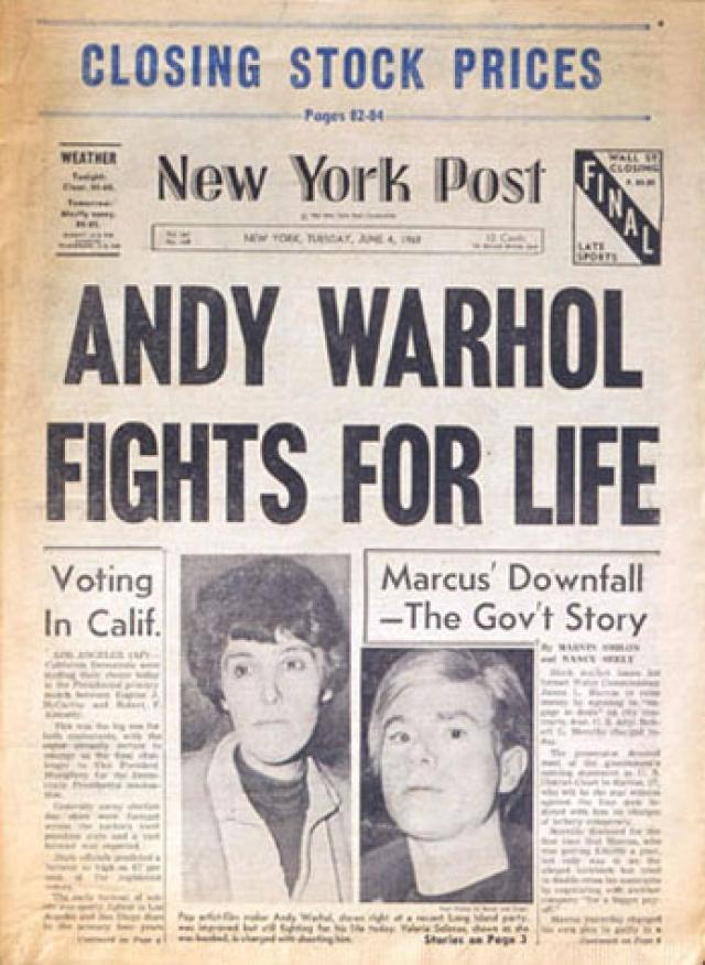 """3 июня 1968 года Соланас пришла на """"Фабрику"""" и трижды выстрелила в босса, сильно его ранив."""