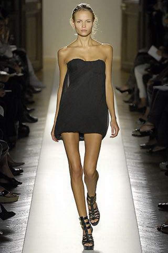 Луисель Рамос, 22 года. 12 лет назад в шоу-бизнесе произошел скандал, связанный с анорексией среди моделей. Луисель Рамос скончалась во время модного показа на Неделе моды в Монтевидео (Уругвай).