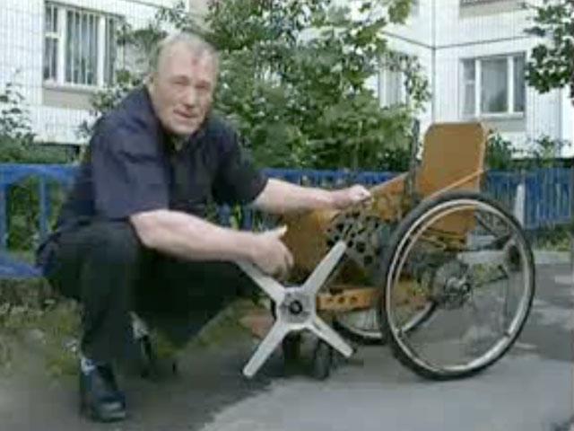 Инвалидная коляска нового поколения. Уже в наше время российский изобретатель Владимир Локсеев создал инвалидную коляску, на которой можно спускаться и подниматься по лестнице.