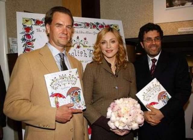 """В том же году, Мадонна опять удивила всех, издав книгу для детей """"АНглийские розы"""". Книга, рассказывающая об ошибочности поверхностных суждений, моментально стала бестселлером."""