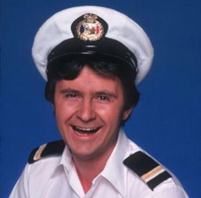 """Фред Гранди. Одна из самых известных ролей актера - образ казначея круизного судна, носившего белые шорты и гольфы в классическом комедийном телевизионном сериале """"Лодка Любви""""."""