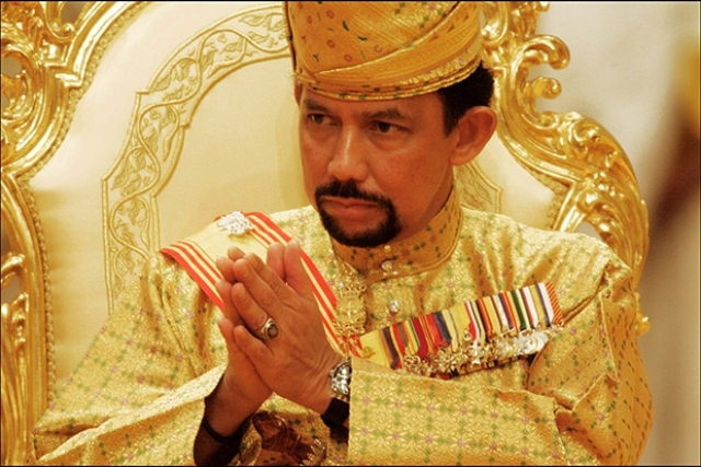 Торжество, приуроченное к 50-летию султана Брунея Хассанала Болкиаха , стало не только самым дорогим, но и одним из самых длительных в истории: праздник продолжался две недели. Стоило празднество более $40 млн.