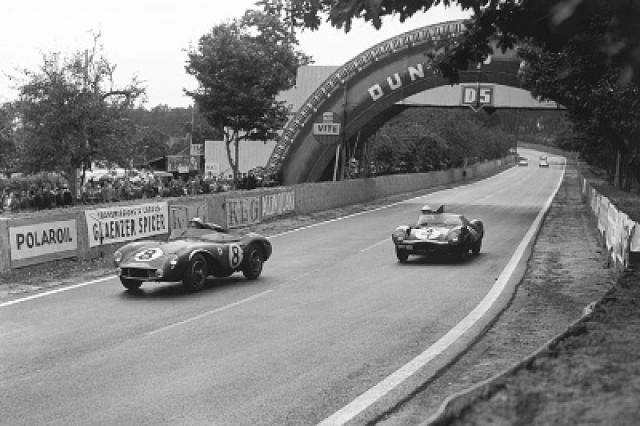 Mercedes, Jaguar, Ferrari, Aston Martin и Maserati почти не отставали друг от друга: с самого начала все участники боролись за призовые места. Гонка шла на невероятно высоких скоростях, время завершения круга постоянно улучшалось.