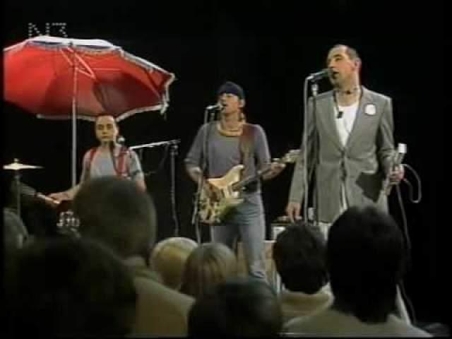 Сингл был издан в 1982-м, и сочетание синтезатора, ударных и басов очень характерно для тех лет, оно и обеспечило славу синглу.