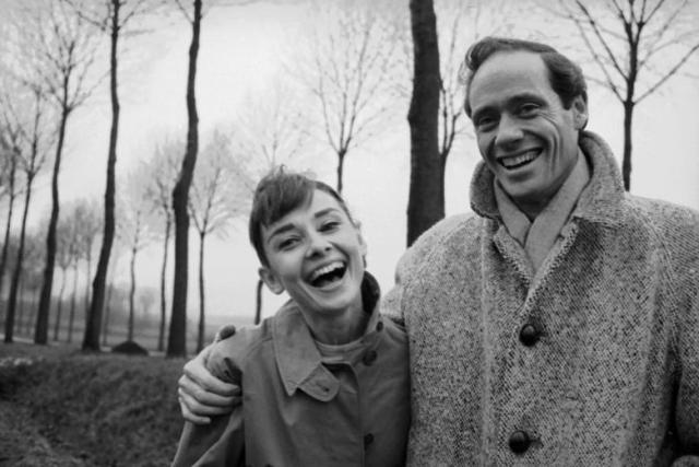 """В 1954 году Одри вернулась на театральную сцену в роли русалки в пьесе """"Ундина"""". Ее партнером был Мел Феррер, за которого она в этом же году вышла замуж."""