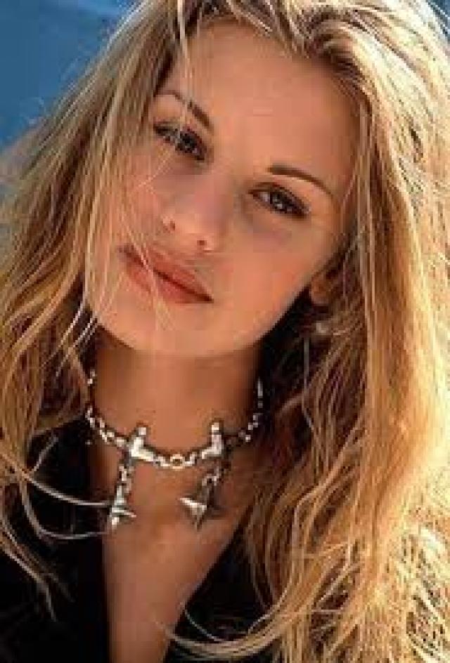Кристен Эрин Тейлор (1978–1995). Юная модель прославилась благодаря своей старшей сестре Никки, которая отвела Крисси в модельное агентство, когда той было всего 11.