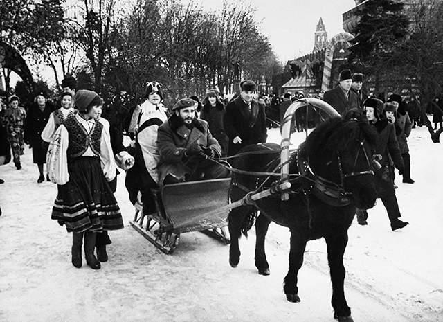 1964 год, Кастро на празднике русской зимы в Москве.