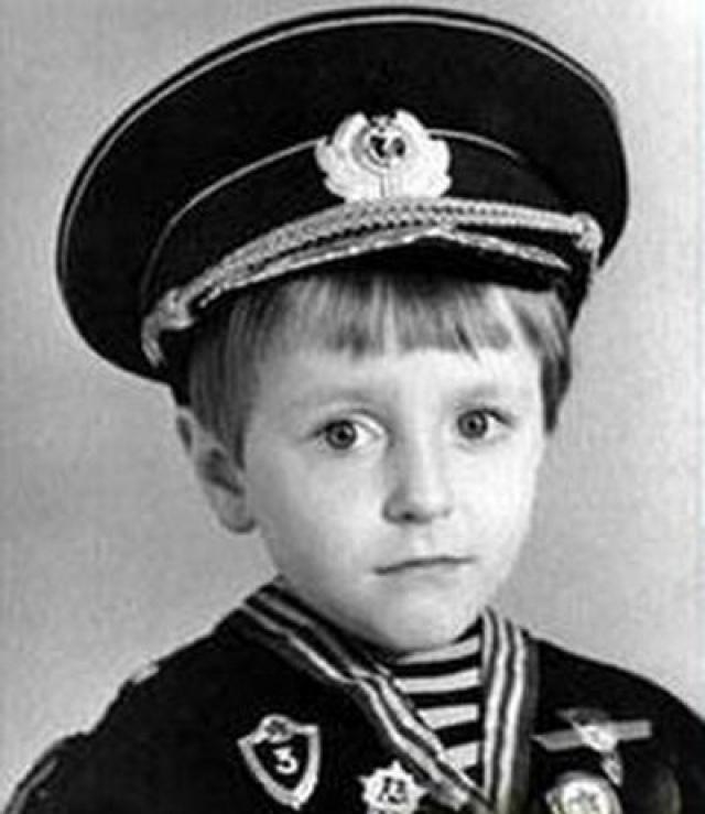 Будущий всемогущий актер всея Руси Сергей Безруков .