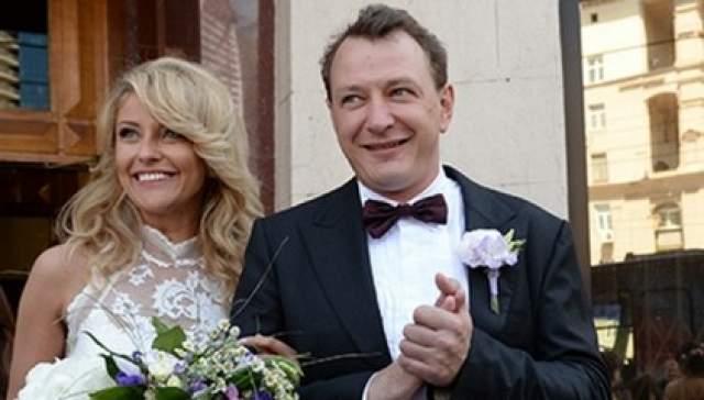 Увы, но семейное счастье было не долгим - уже осенью пара подала на развод.