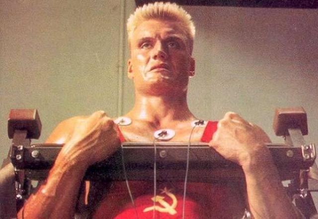Очаровательный блондин Дольф Лундгрен прекрасно справился с ролью невозмутимого и несокрушимого русского боксера, хотя его реплики на русском языке заслуживают отдельного внимания.