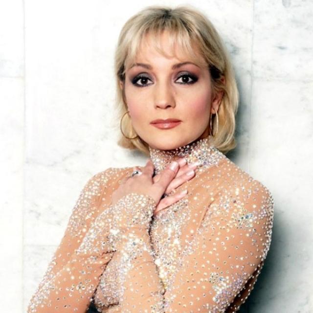 Татьяна Буланова. Татьяна, пожалуй, самая удачливая из артисток 90-х. Ей удалось удержаться в обойме и не запропасть в лихие 90-е.