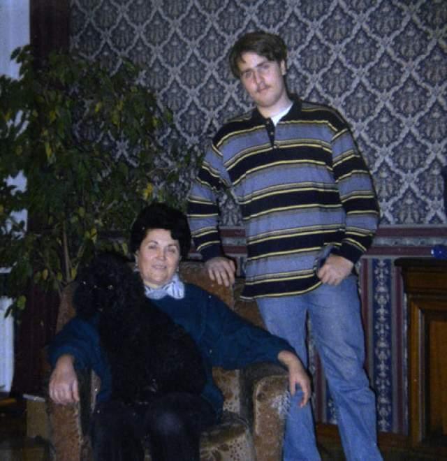 Кроме этого, у Марии есть сын Глеб, которому сейчас, судя по всему, больше 30 лет (на фото он с Нонной Собчак).