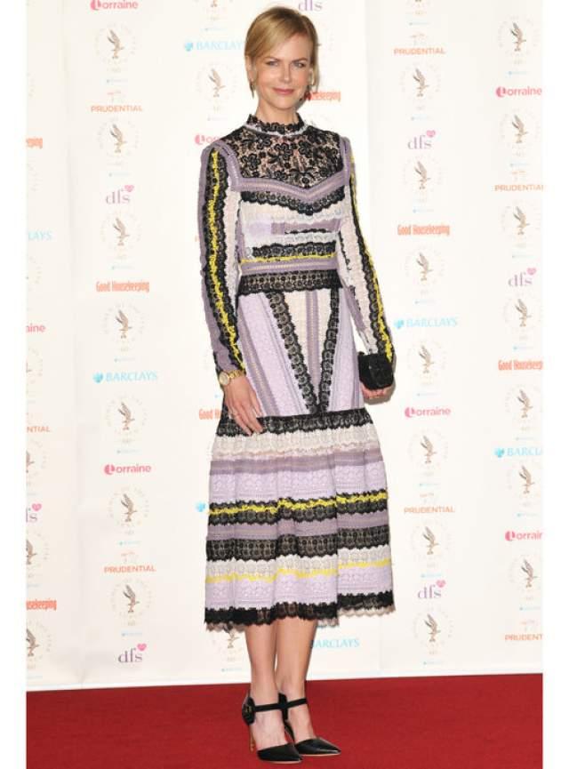 Николь Кидман : 42 размер ноги 42-й размер ноги Николь оправдывает ее модельный рост- 180 см. Как-то актриса призналась, что в детстве она скрывала свой размер, но карьера в Голливуде быстро подняла ее самооценку.