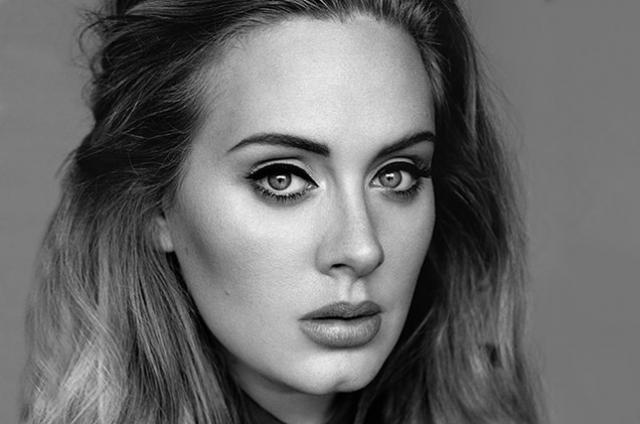 Адель. Певица подтверждает тот факт, что чем ярче и специфичнее макияж, тем сложнее узнать человека без оного.
