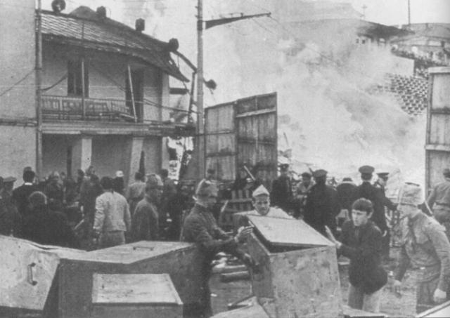 В результате погибли 39 человек: 11 школьников, 9 военнослужащих, 1 сотрудник милиции, 2 работника буфета, 2 работника стадиона, 3 артиста московского театра, 1 пиротехник, 10 зрителей.
