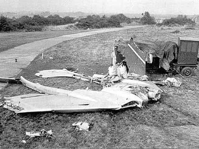 Авиашоу в Фарнборо (6 сентября 1952 года). Первый послевоенный авиасалон собрал на летном поле Испытательного центра королевских ВВС Великобритании более 100 тысяч зрителей.