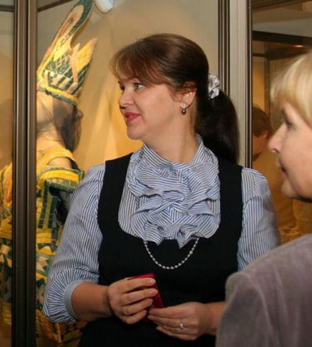 Галина вышла замуж еще за кадрового военного и испытала все прелести гарнизонной жизни с двумя маленькими дочками на руках.