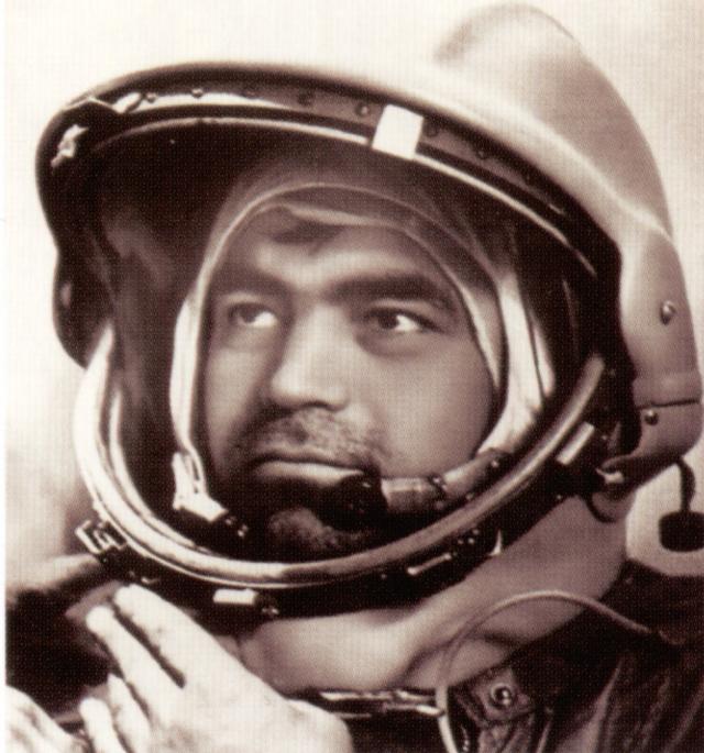"""Корабль сделал 286 оборотов вокруг Земли за 424 ч 59 мин. После возвращения из этого рекордного по продолжительности полета космонавты испытывали серьезные трудности при адаптации к земной гравитации (""""эффект Николаева"""")."""