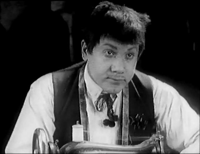 """Начал сниматься Ильинский в середине 20-х. Одна из первых серьезных ролей - в фильме """"Закройщик из Торжка"""" (1925)"""