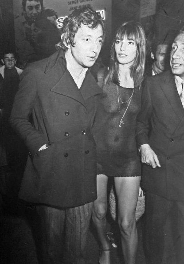 Джейн Биркин поразила общественность, появившись на премьере фильма вот в таком платье, напоминающем комбинацию. А было это аж в 1969 году.