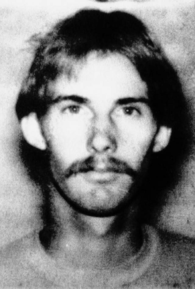 Массовое убийство в школе Стоктона (убито - 6, ранено - 30) - 17 января 1989 года. 24-летний мужчина без определенного места жительства, Патрик Эдвард Перди расстрелял учащихся начальной школы, игравших на детской площадке.