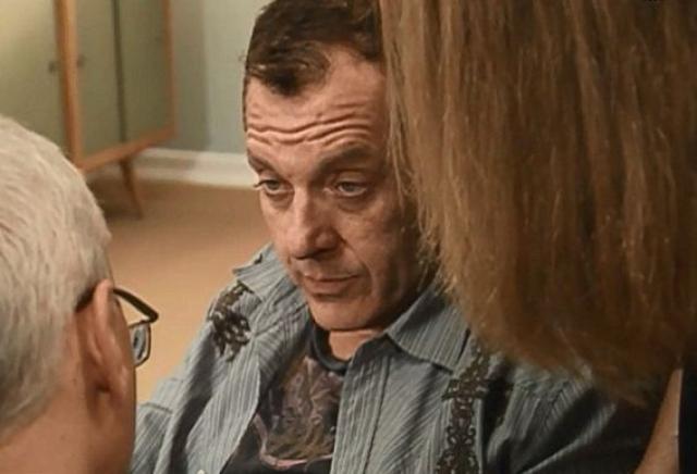 В 2007 году, находясь под воздействием наркотиков, Том начал буянить в одном из отелей Бейкерсфилда, Калифорния, прибывшие полицейские обыскали его автомобиль, и нашли там пакетики с метамфетамином, и трубки для занюхивания со следами препарата на стенках.
