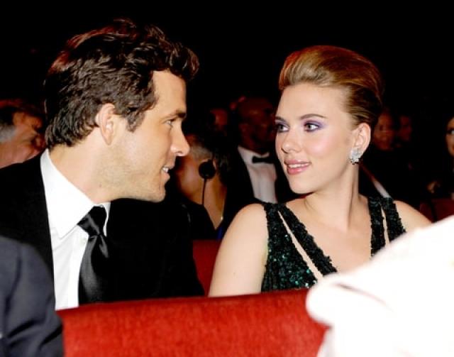 А вот с актером Райаном Рейнолдсом все обернулось серьезнее. Впервые их заметили вместе весной 2007-го, годом позже они обручились, а 27 сентября 2008 года провели скромную свадебную церемонию в Британской Колумбии.